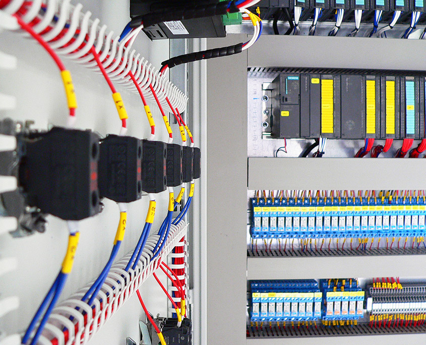 Prefabrykacja rozdzielnicy zasilającej i szafy sterowania