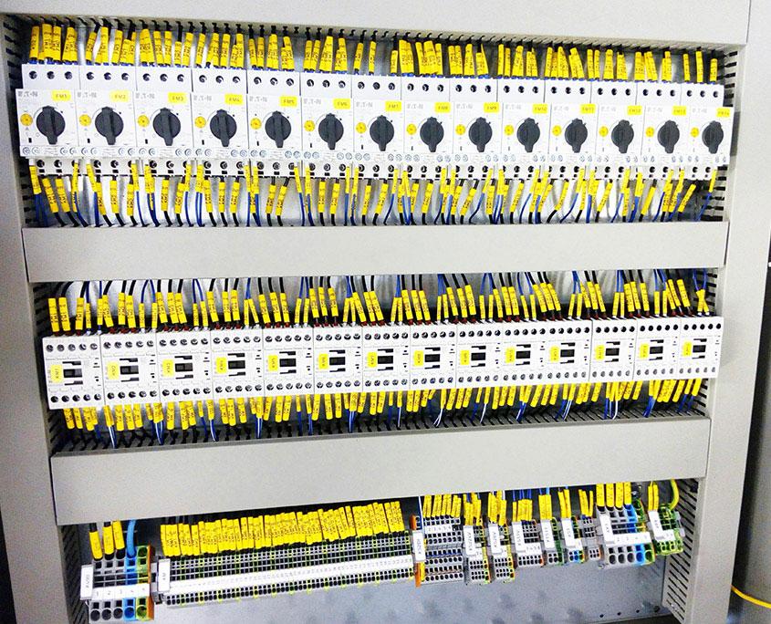 Prefabrykacja szaf zasilających i sterowania